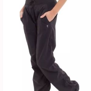 Ivivva - Black Lined  'Live to Move' Pants